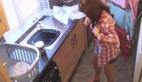 Çamaşır tozu reklamını temizlikçi kadın yakalandı diye vermek