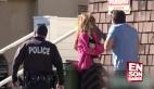 Cansız mankene şiddet uygulayıp polis keklemek