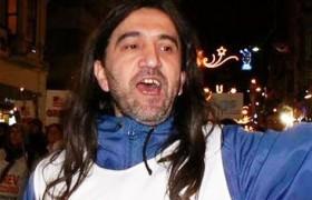 Gazeteci kar topu oynarken bıçaklanarak öldürüldü