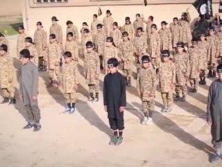 IŞİD çocukların eğitildiği kamptan görüntüler paylaştı
