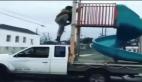 Kamyonet sürücüsünün tehlikeli eğlence anlayışı
