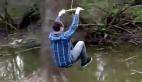 Tarzan olma hayali suya düşen Rus