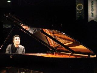 Vedat Kosal'ın anısına piyano yarışması düzenlendi