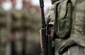 İzmir'de asker cinnet geçirdi 2 askeri vurdu.